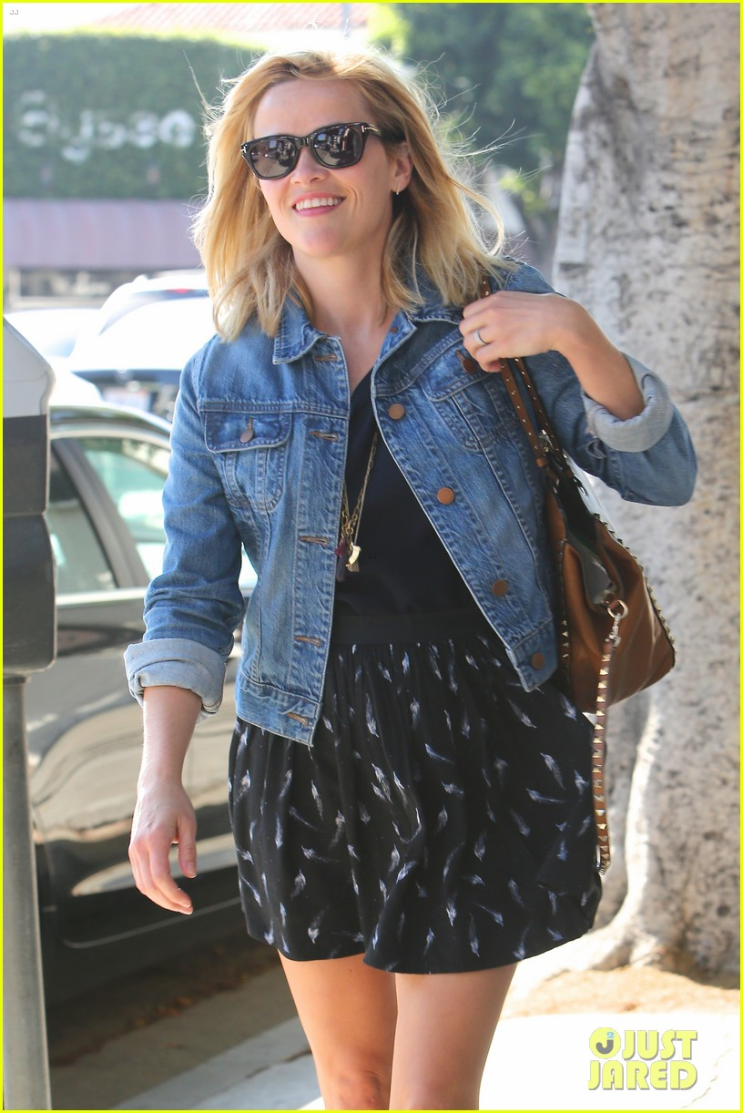 reese witherspoon barneys new york shopper 022881100