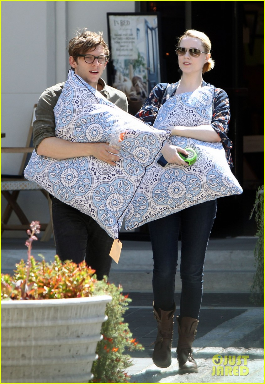 evan rachel wood covers baby bump with giant pillow 012870997