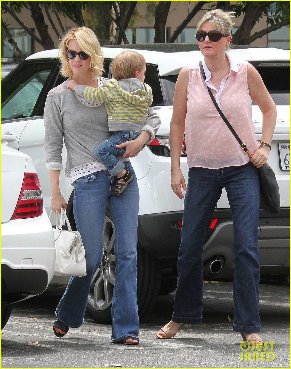 baby xander grabs mom january jones sunglasses 01