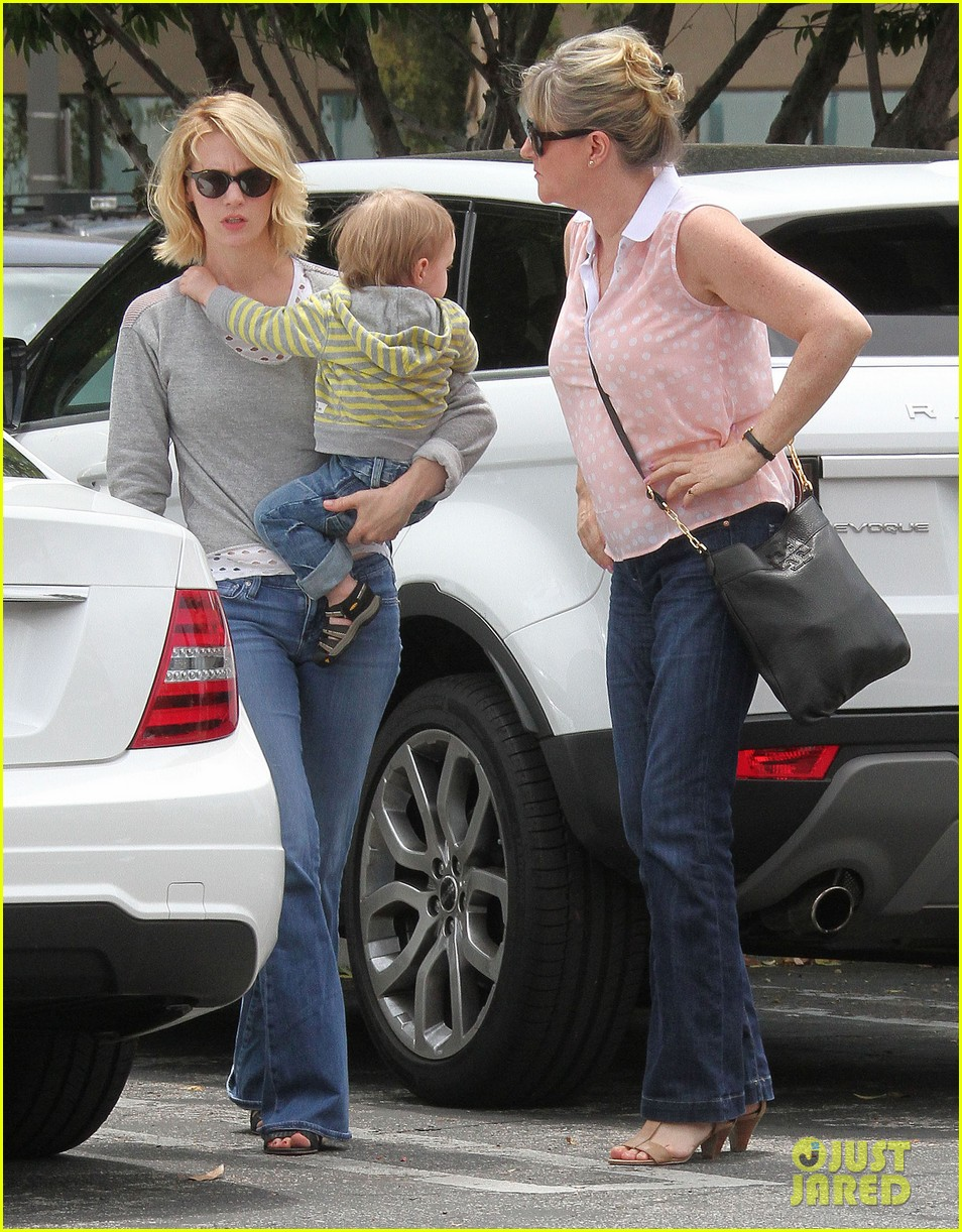 baby xander grabs mom january jones sunglasses 062867368
