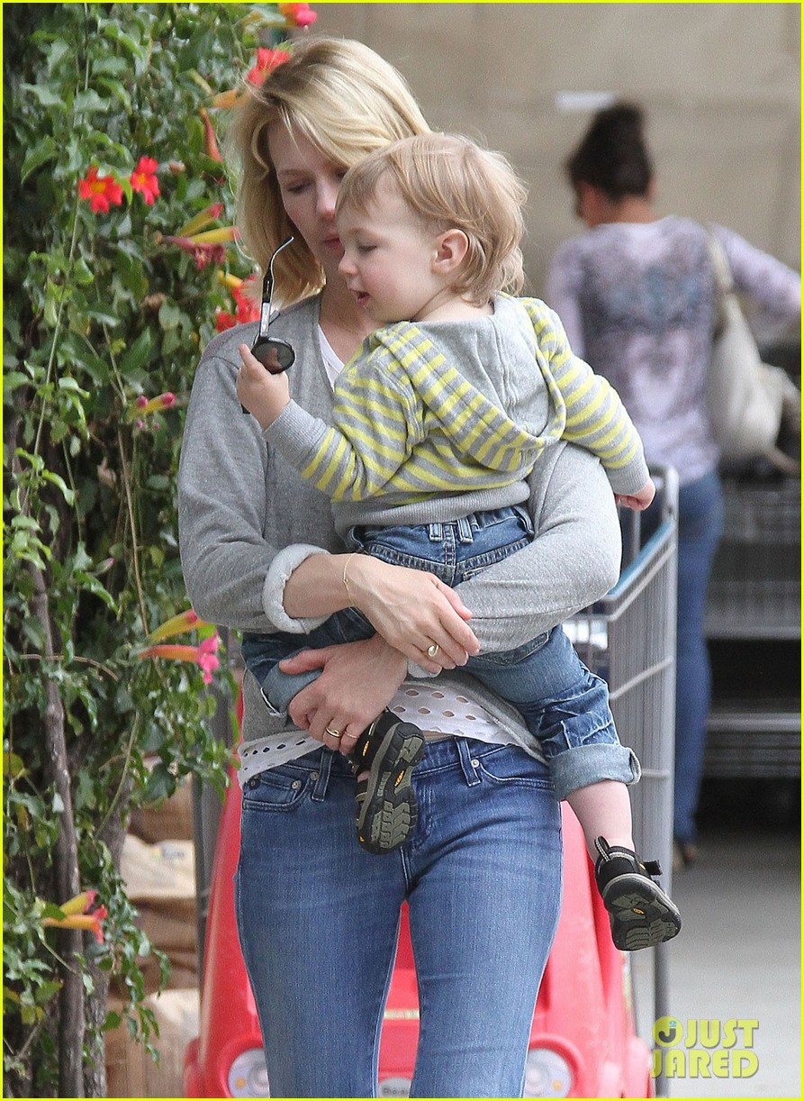 baby xander grabs mom january jones sunglasses 14
