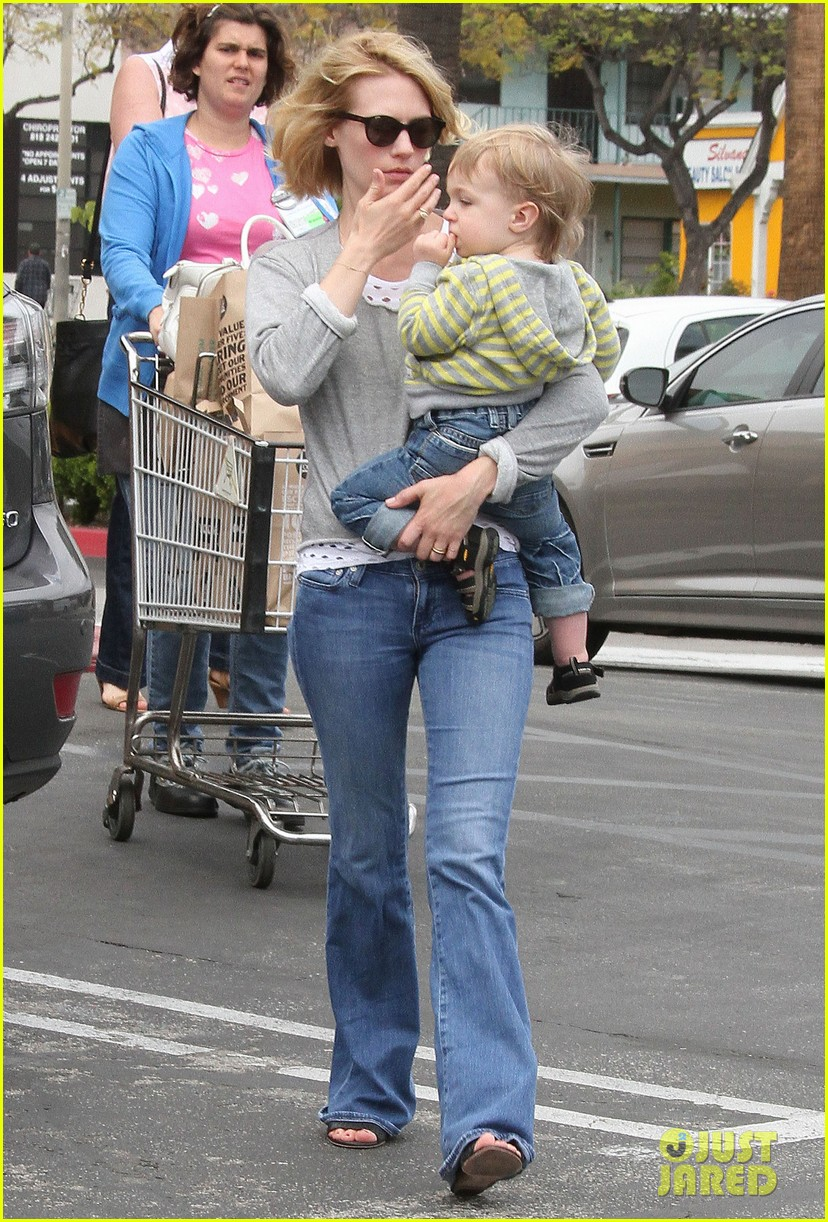 baby xander grabs mom january jones sunglasses 20