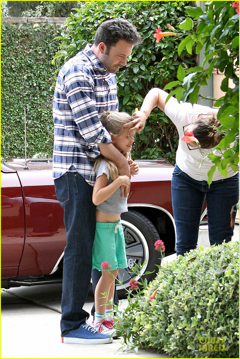 ben affleck loving dad while jennifer garner is away 012889532