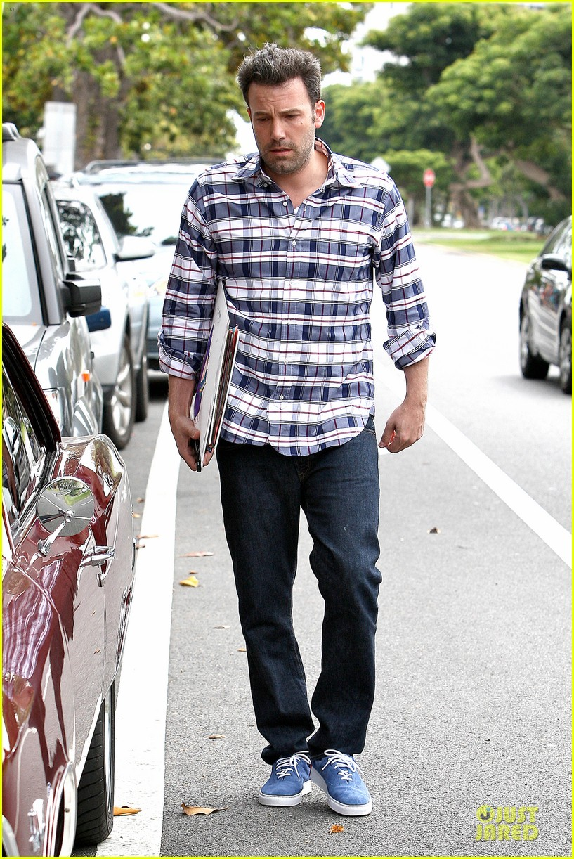 ben affleck loving dad while jennifer garner is away 222889553