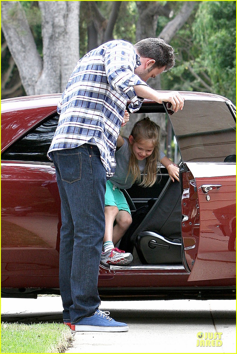 ben affleck loving dad while jennifer garner is away 322889563