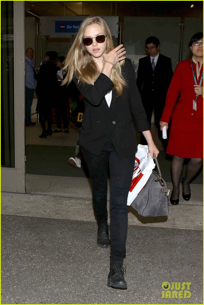 amanda seyfried returns to la after hong kong trip 01