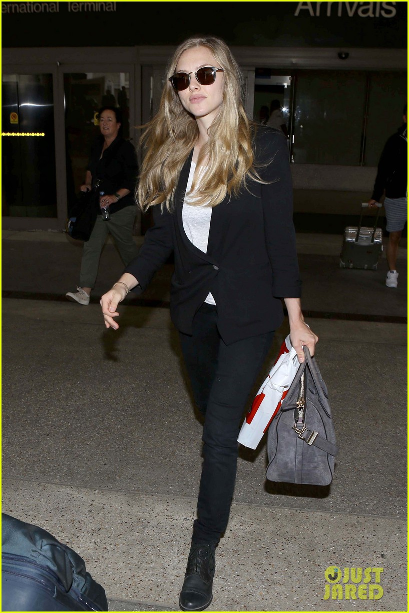 amanda seyfried returns to la after hong kong trip 10