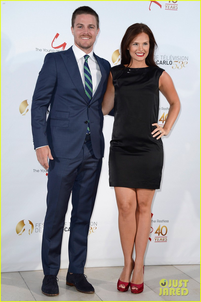 stephen amell pregnant cassandra jean young the restless anniversary party 012888970