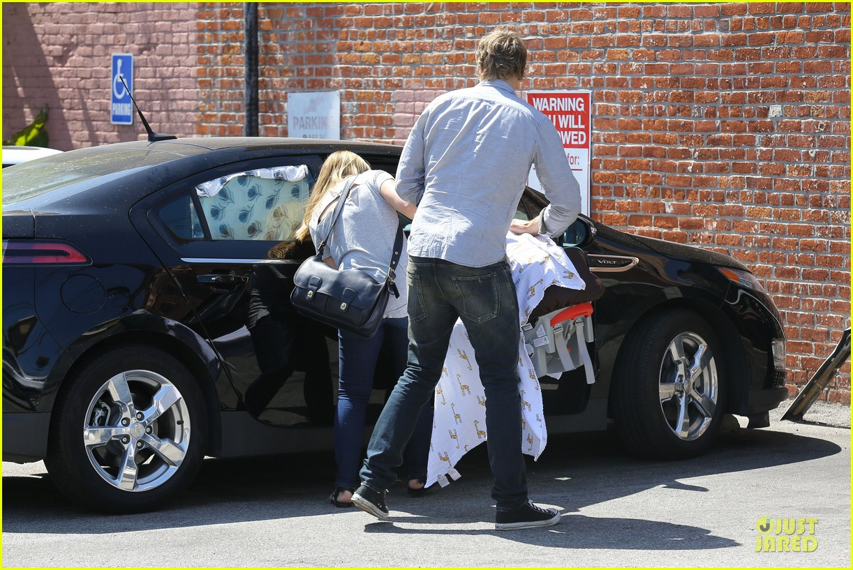 kristen bell dax shepard first fathers day sushi outing 15