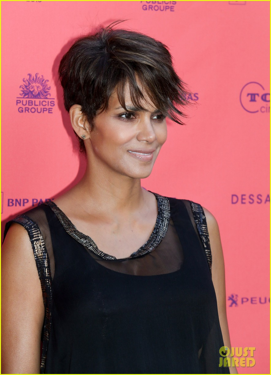 halle berry olivier martinez toiles enchantees champs elysees event 06