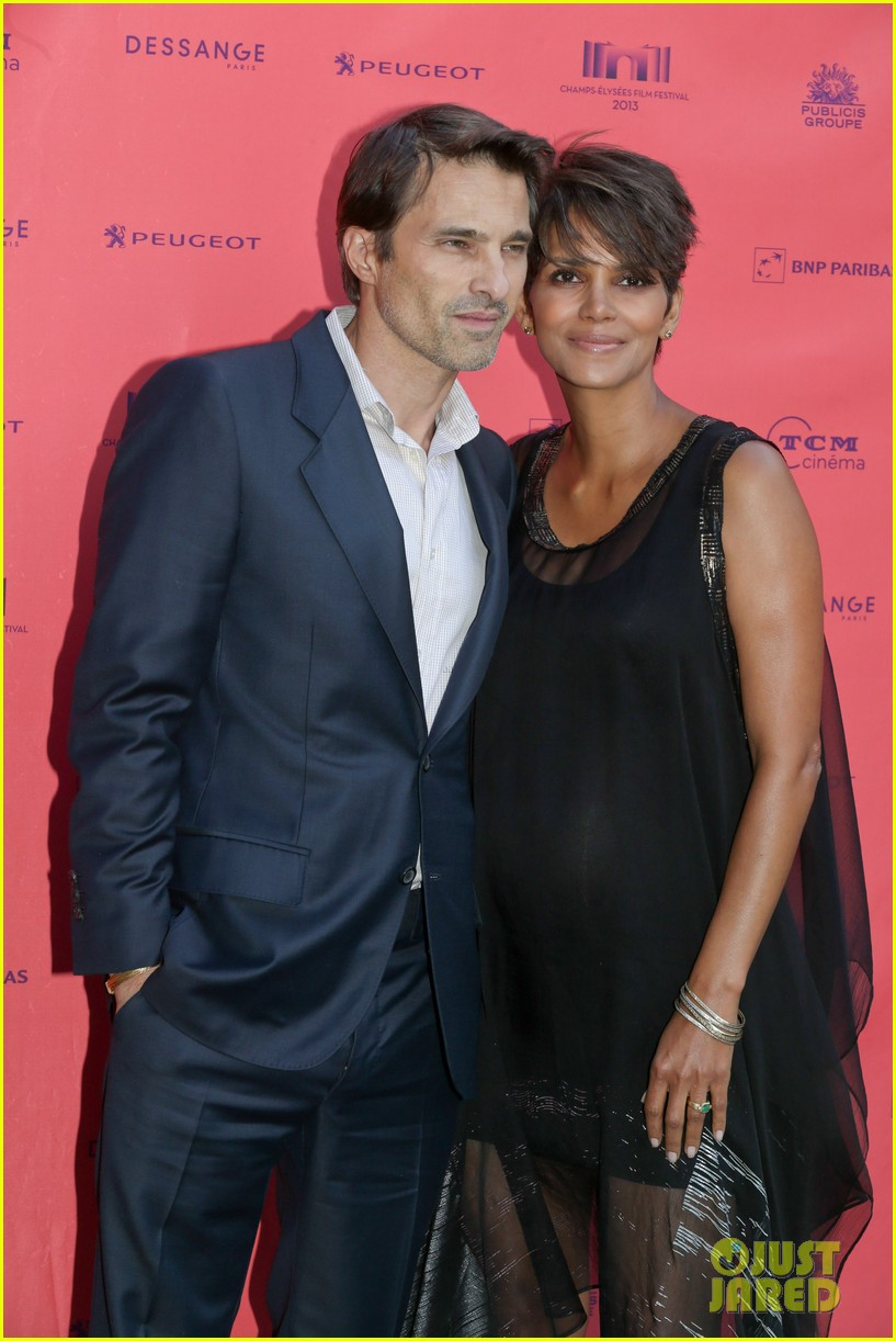 halle berry olivier martinez toiles enchantees champs elysees event 09
