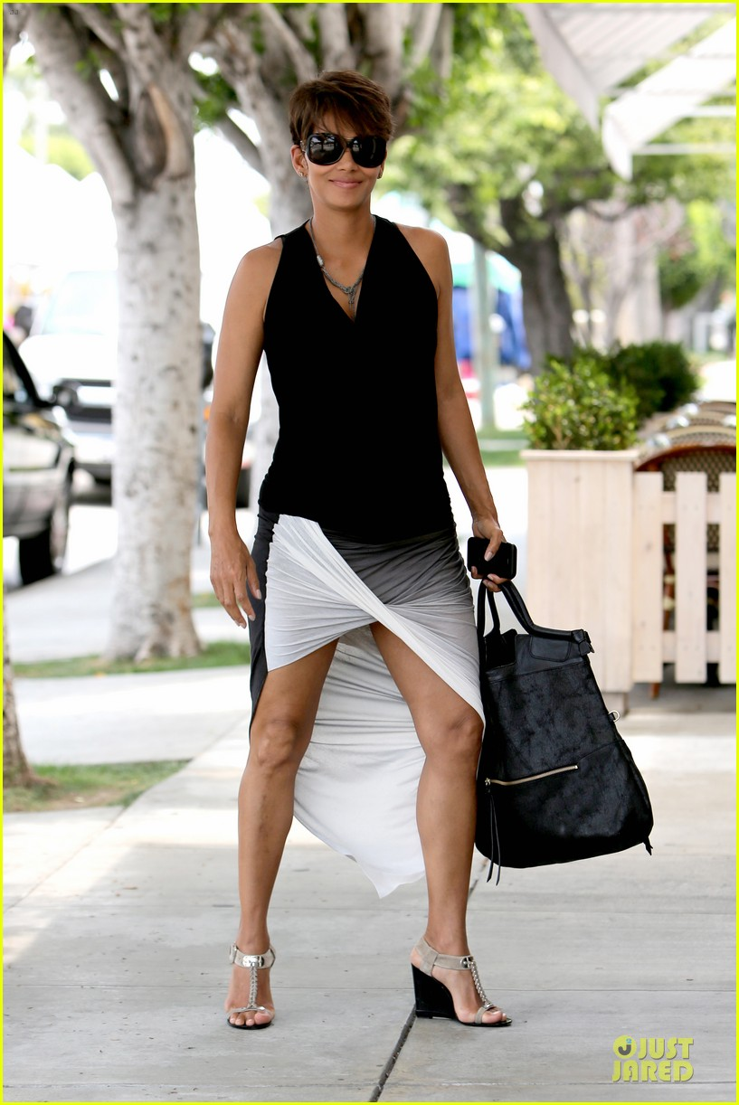 halle berry twisted legs at fig olive 06
