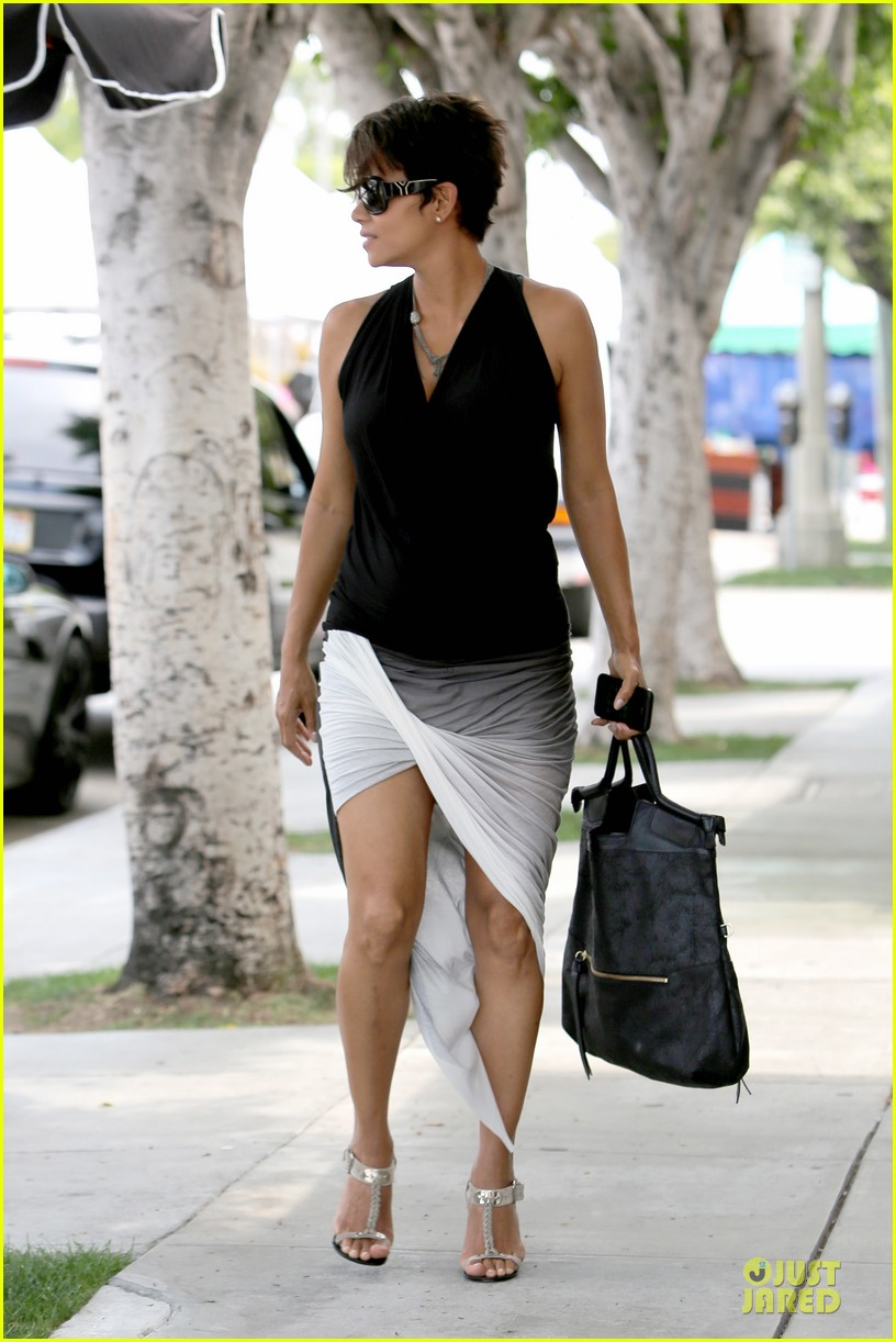halle berry twisted legs at fig olive 09