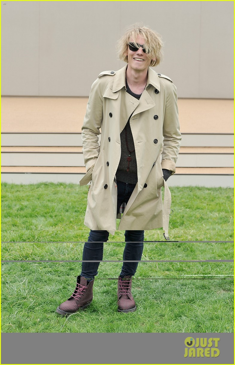 douglas booth jamie campbell bower burberry show 24