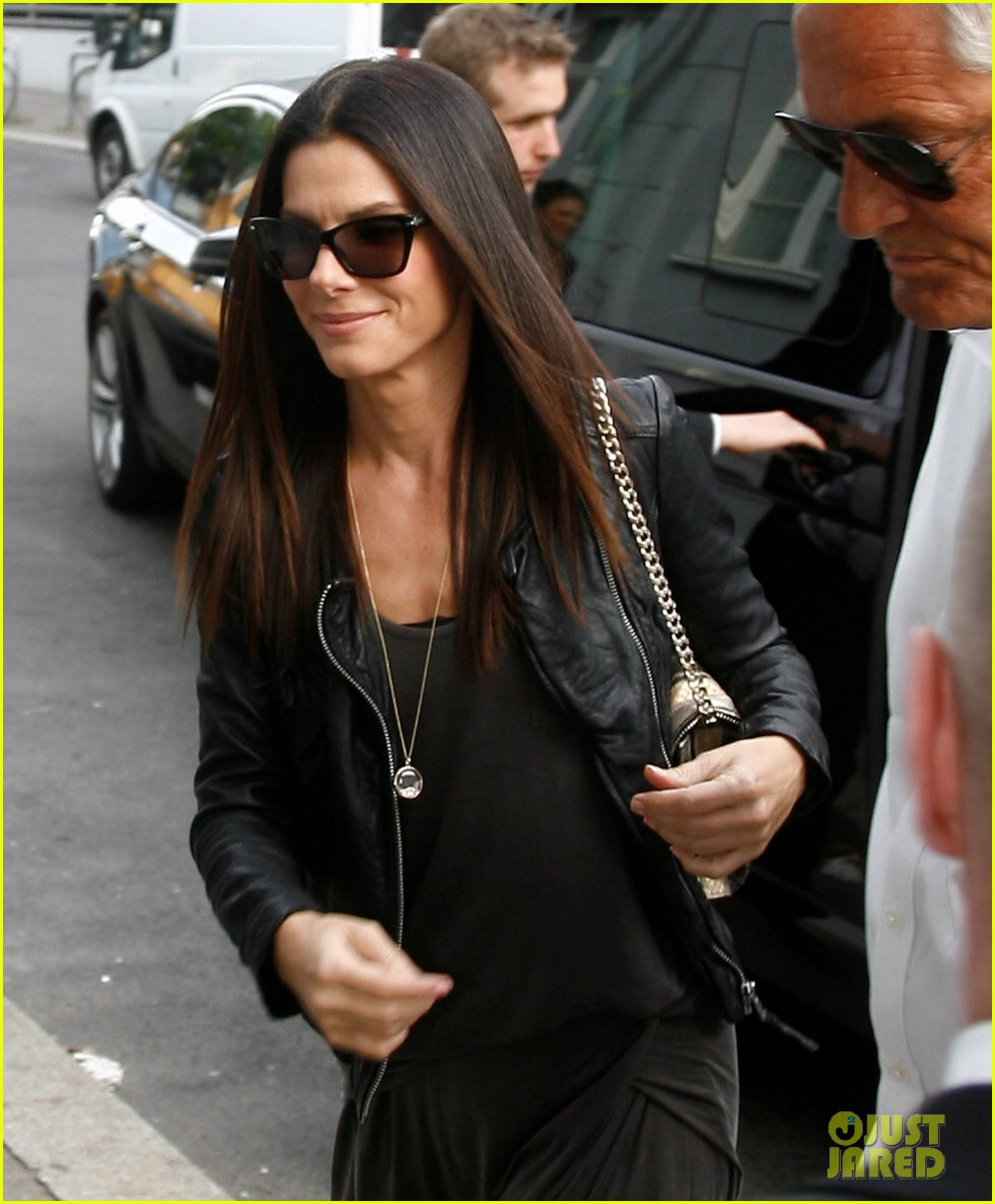 sandra bullock arrives in berlin with louis 022893011