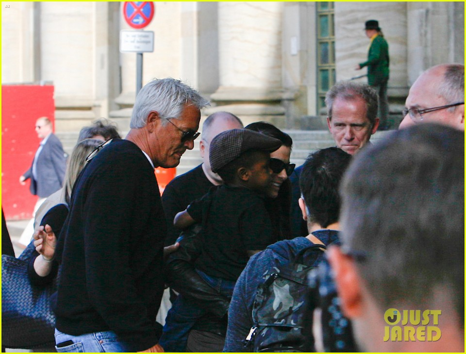 sandra bullock arrives in berlin with louis 082893017