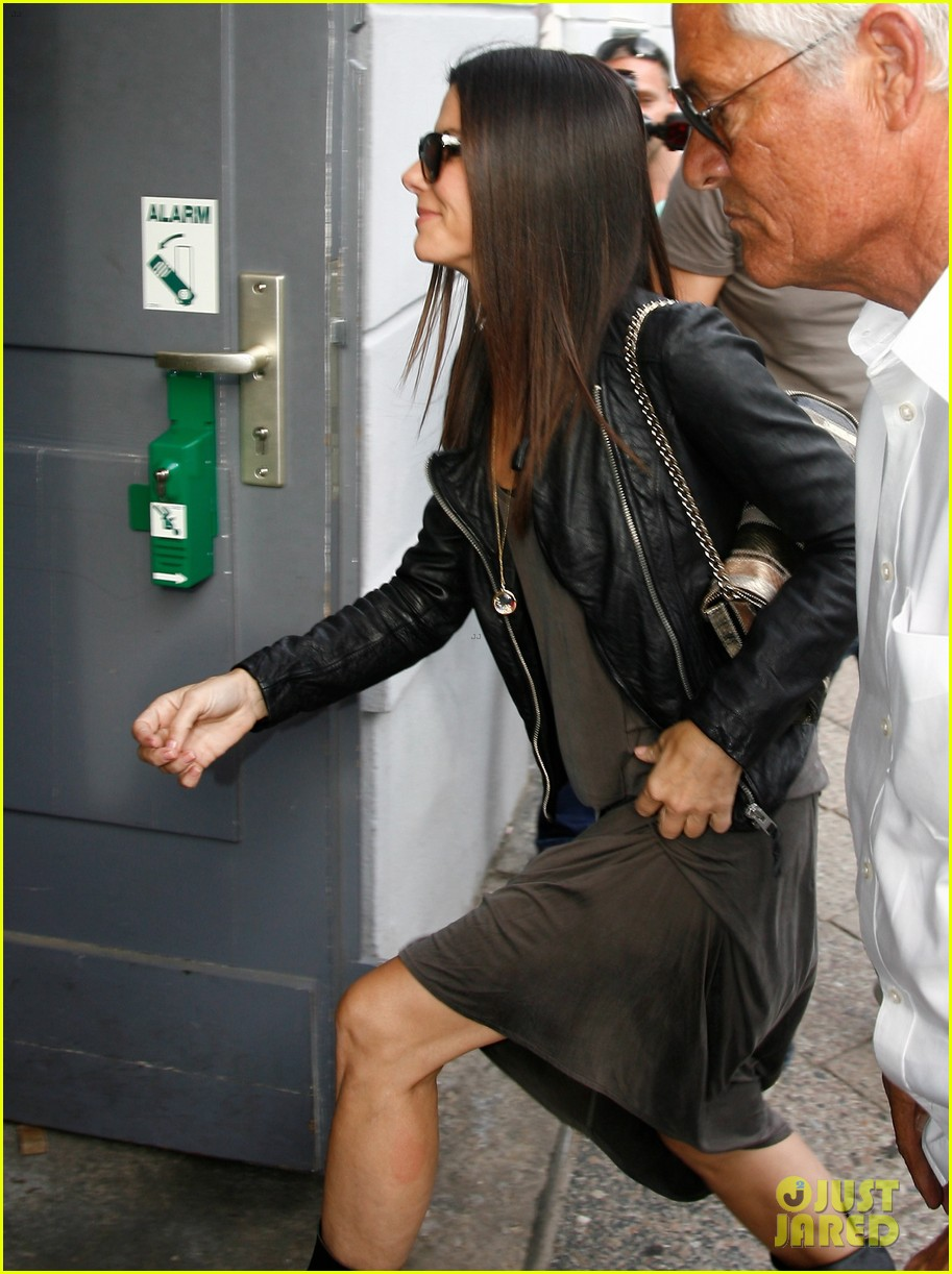 sandra bullock arrives in berlin with louis 092893018