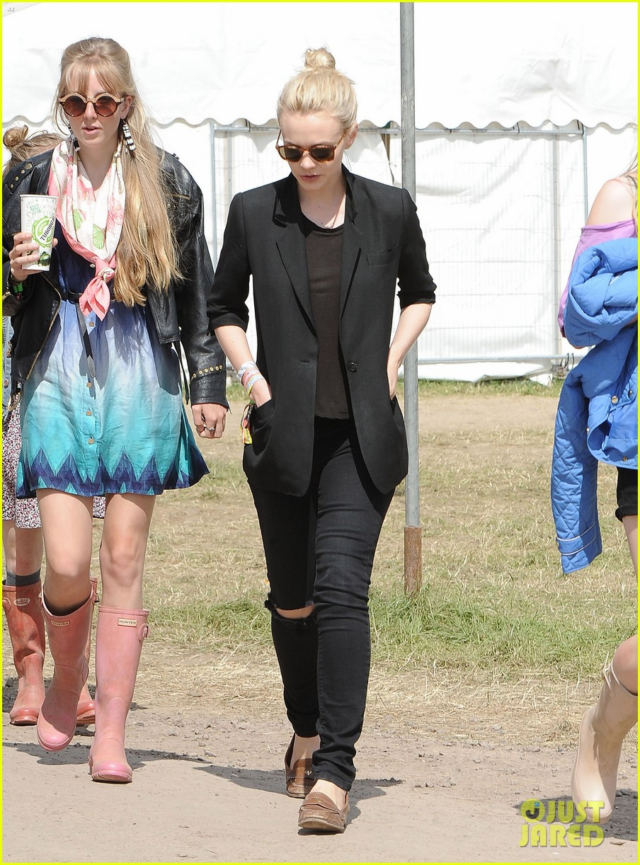 carey mulligan glastonbury festival goer 012901209