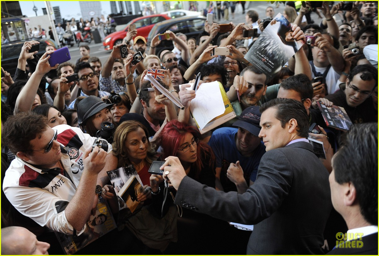 henry cavill russell crowe man of steel madrid premiere 082893061