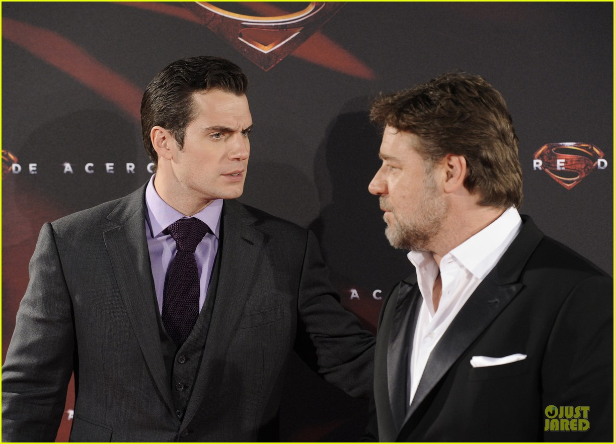henry cavill russell crowe man of steel madrid premiere 21