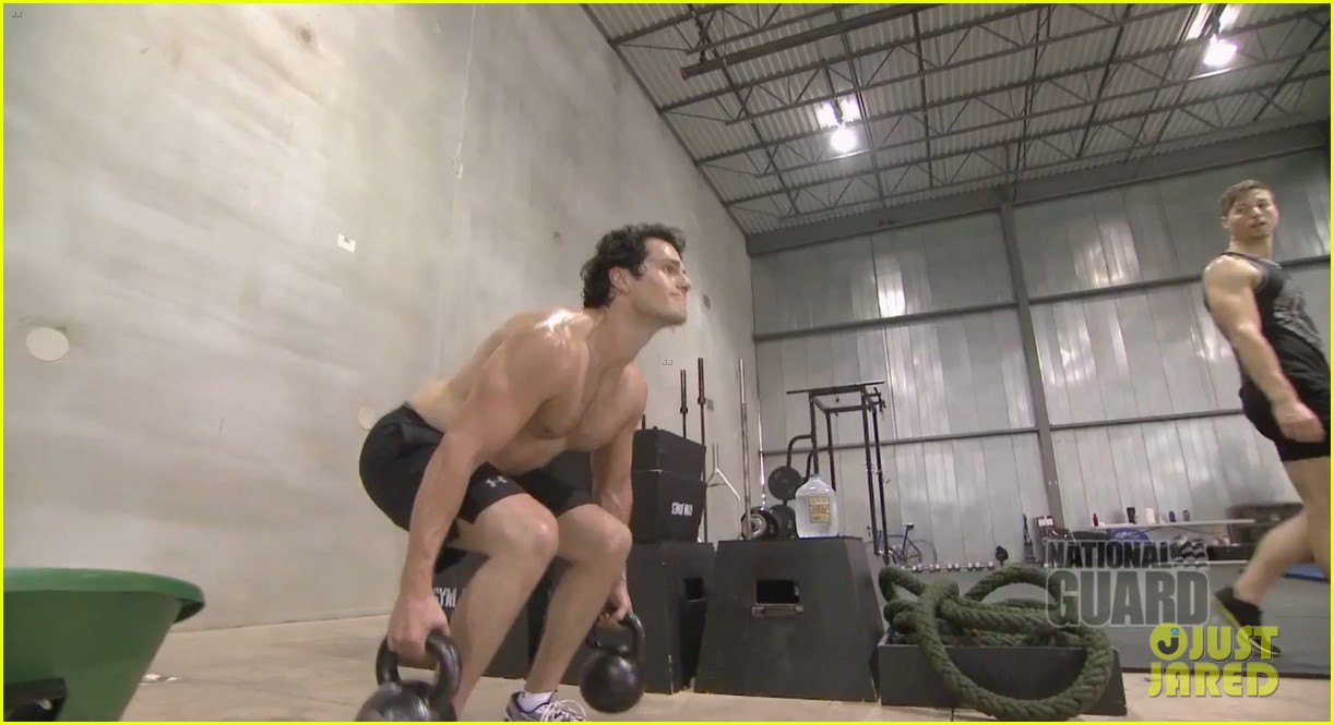 henry cavill shirtless man of steel workout video 03