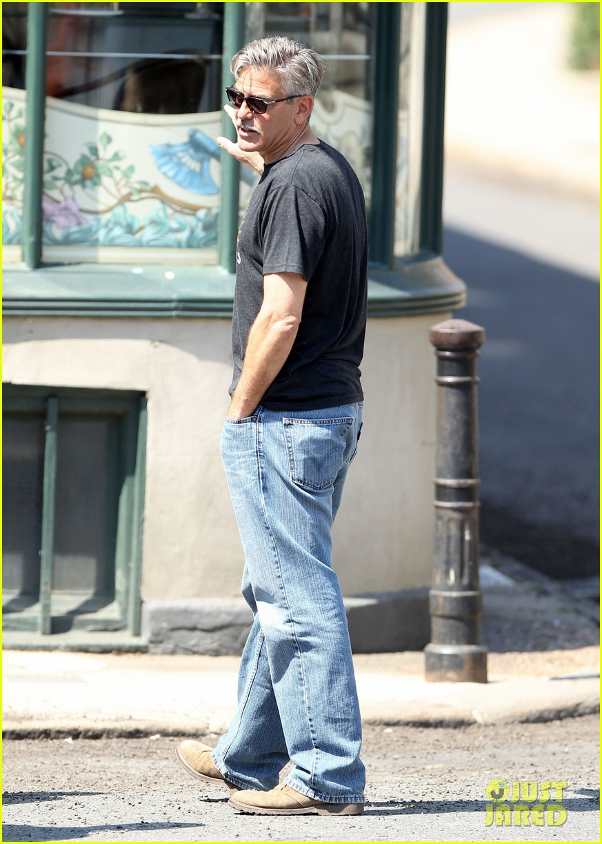george clooney greets fans on monuments men set 01