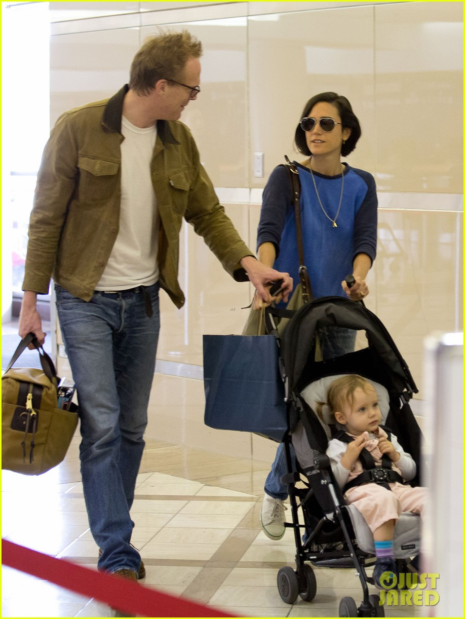 jennifer connelly paul bettany lax arrivial with the kids 05