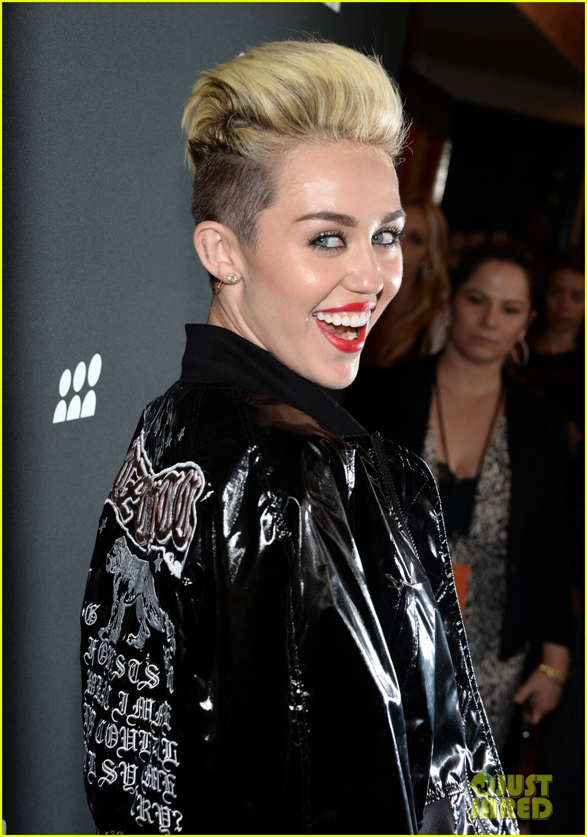 miley cyrus sweatpants jeans combo at myspace event 022890282