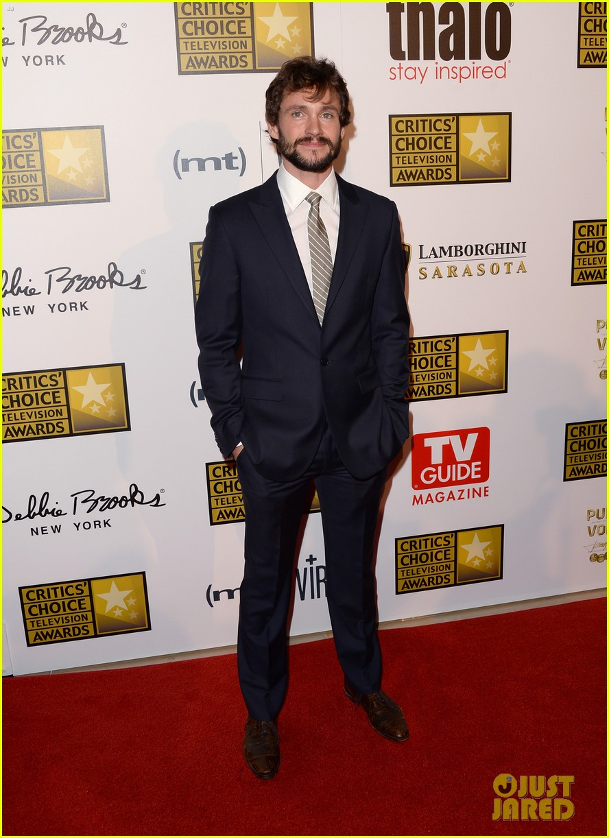 hugh dancy sutton foster critics choice tv awards 2013 09