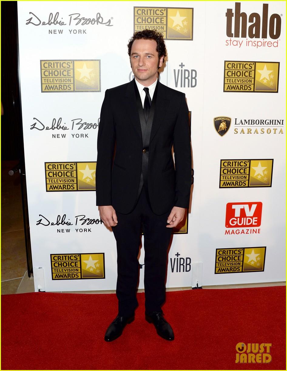 hugh dancy sutton foster critics choice tv awards 2013 162888836