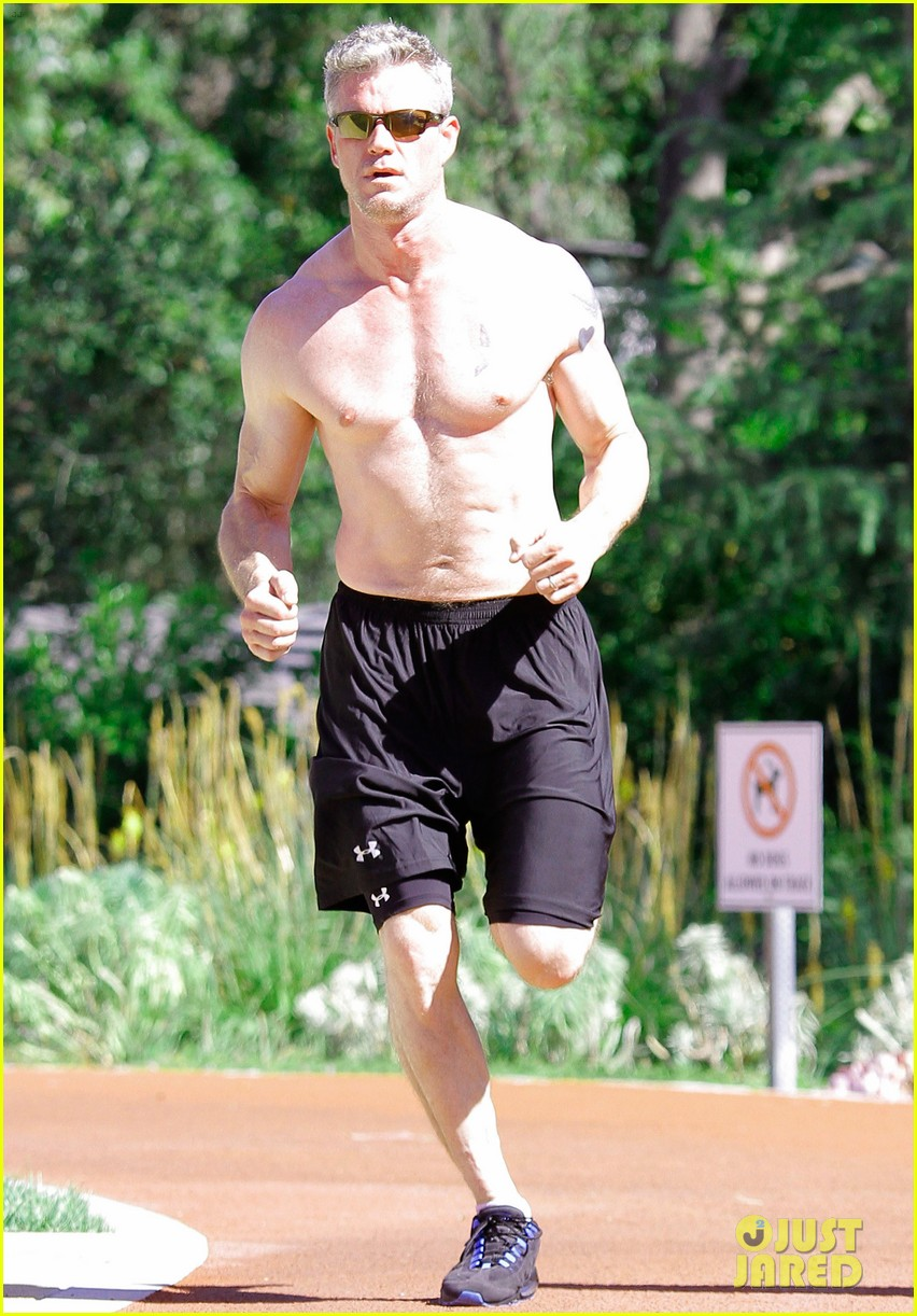 eric dane shirtless workout at coldwater canyon park 042895354