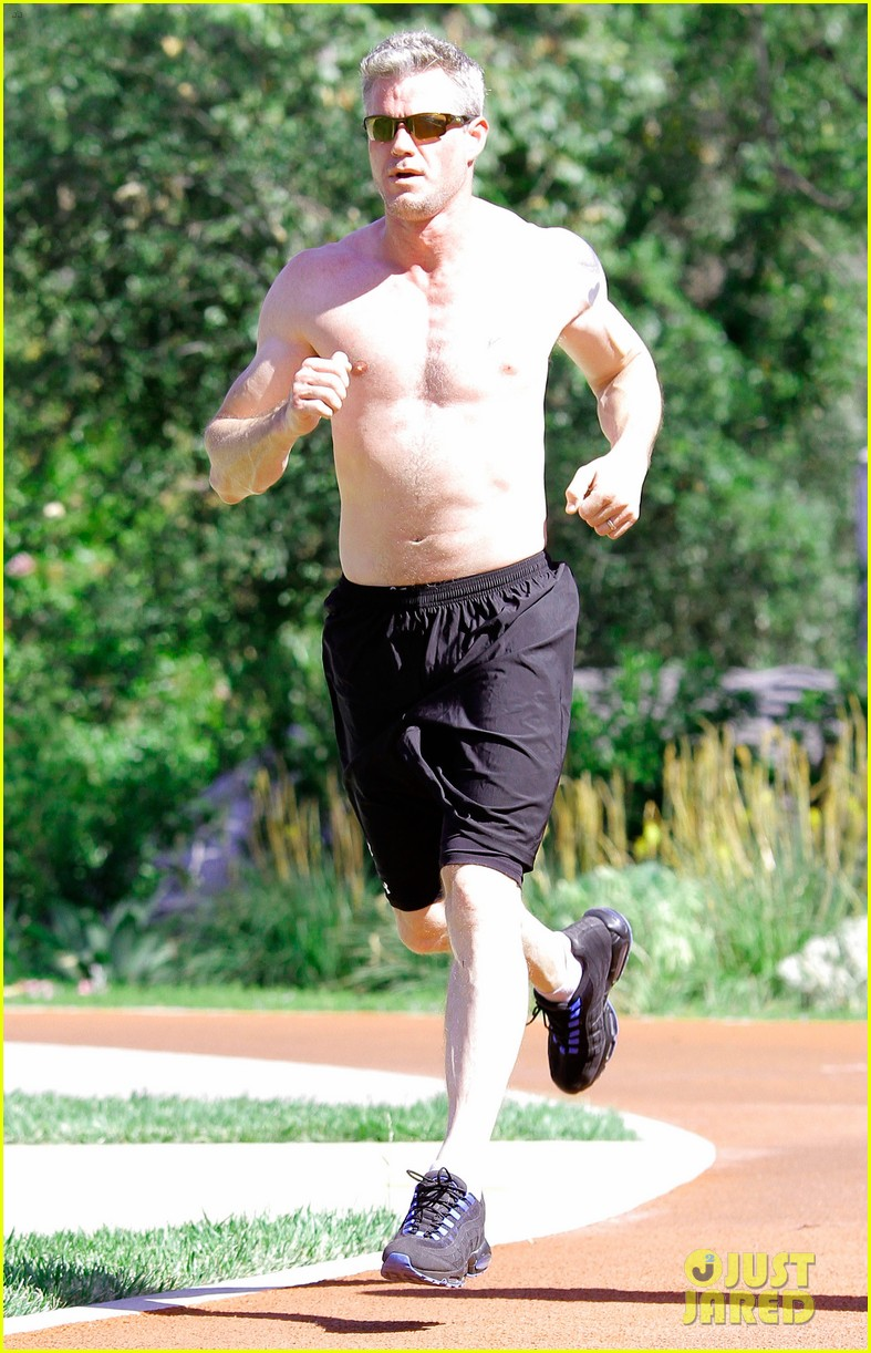 eric dane shirtless workout at coldwater canyon park 182895368