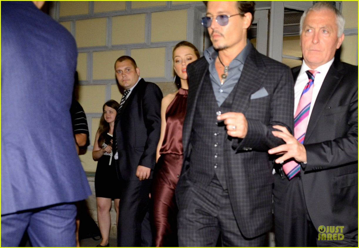 johnny depp amber heard hold hands after lone ranger premiere 05