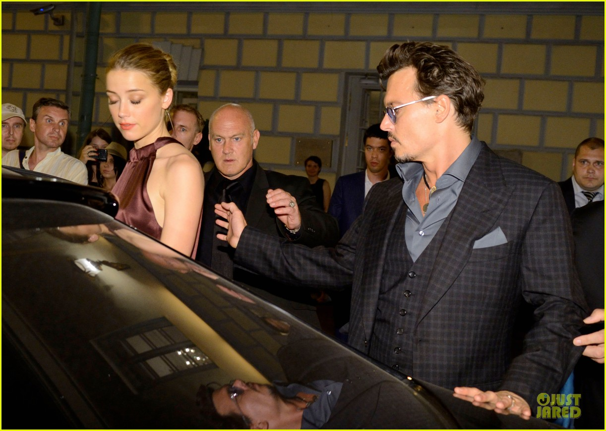 johnny depp amber heard hold hands after lone ranger premiere 07