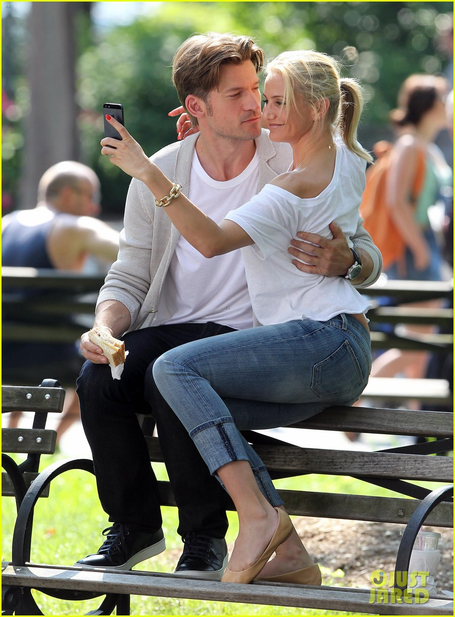 cameron diaz nikolaj coster waldau lock lips on set 06