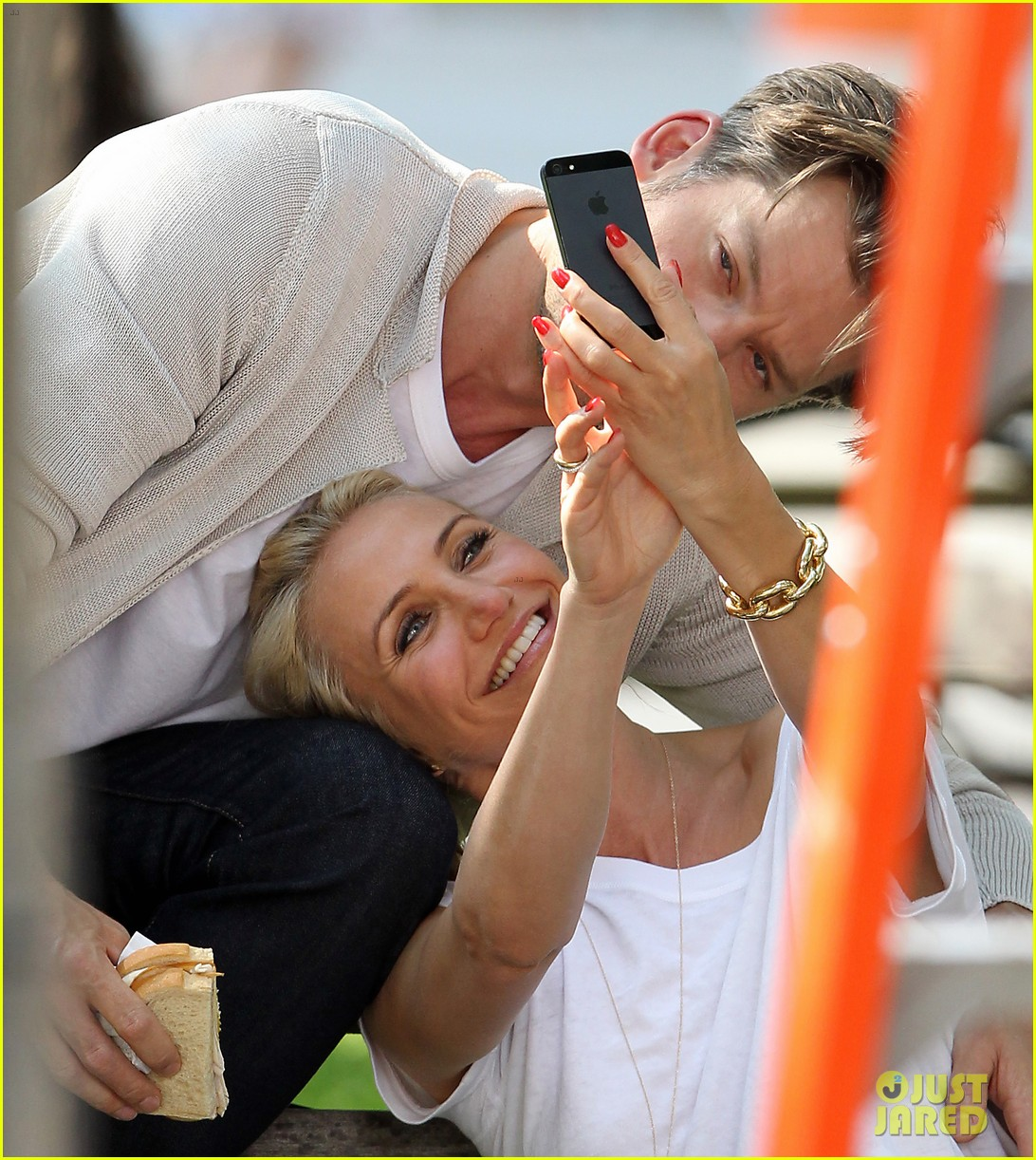 cameron diaz nikolaj coster waldau lock lips on set 11