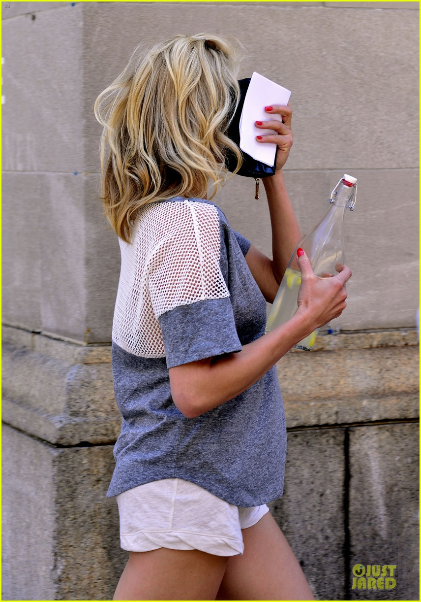 cameron diaz leslie mann the other woman set stroll 04