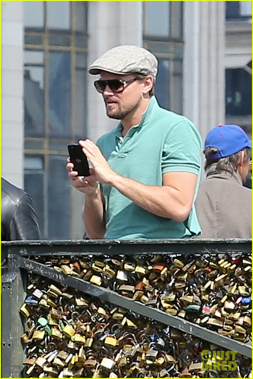 leonardo dicaprio visits famous love locks in paris 04