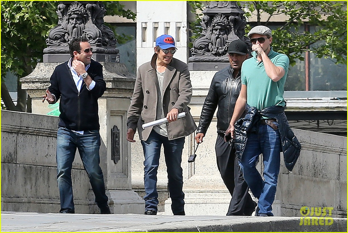leonardo dicaprio visits famous love locks in paris 07