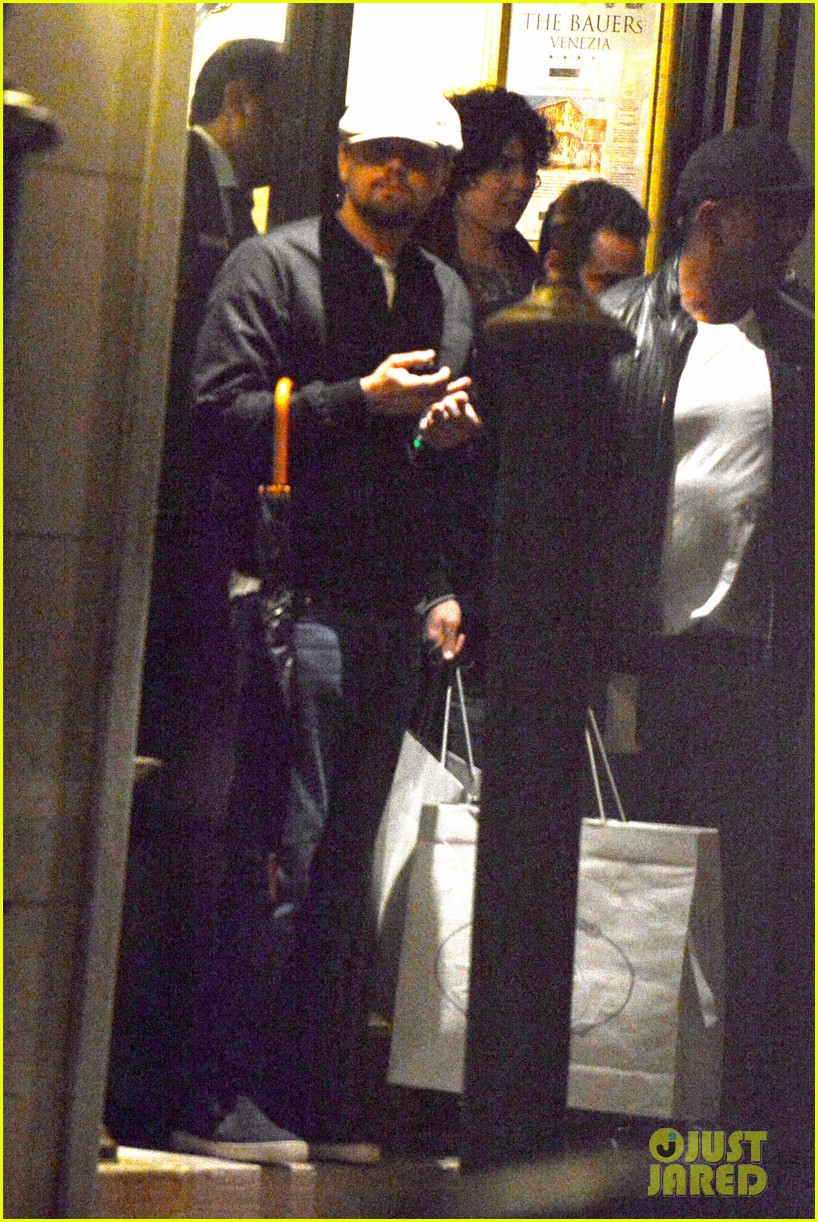 leonardo dicaprio venice night out with mom irmelin 012882263