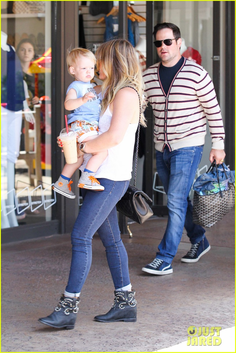 hilary duff fathers day weekend mike comrie baby luca 302892697