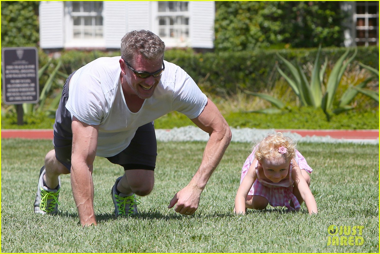 eric dane push ups with daughter billie 182897067