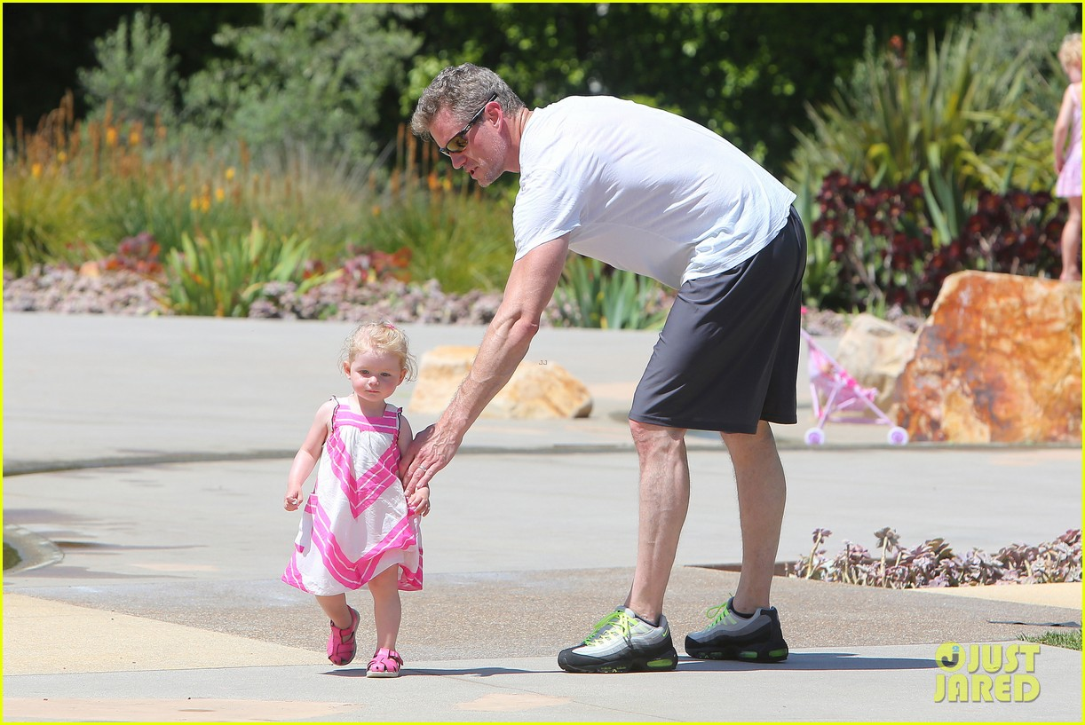 eric dane push ups with daughter billie 342897083
