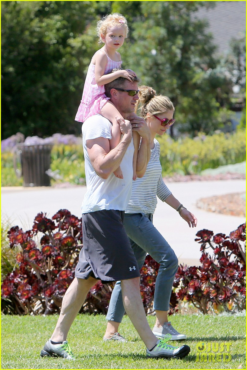 eric dane push ups with daughter billie 41