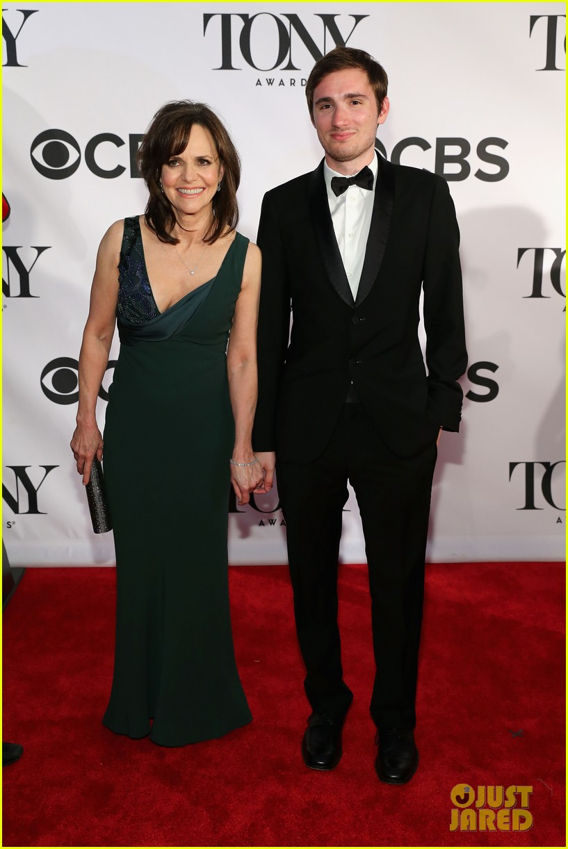sally field martha plimpton tony awards 2013 red carpet 03