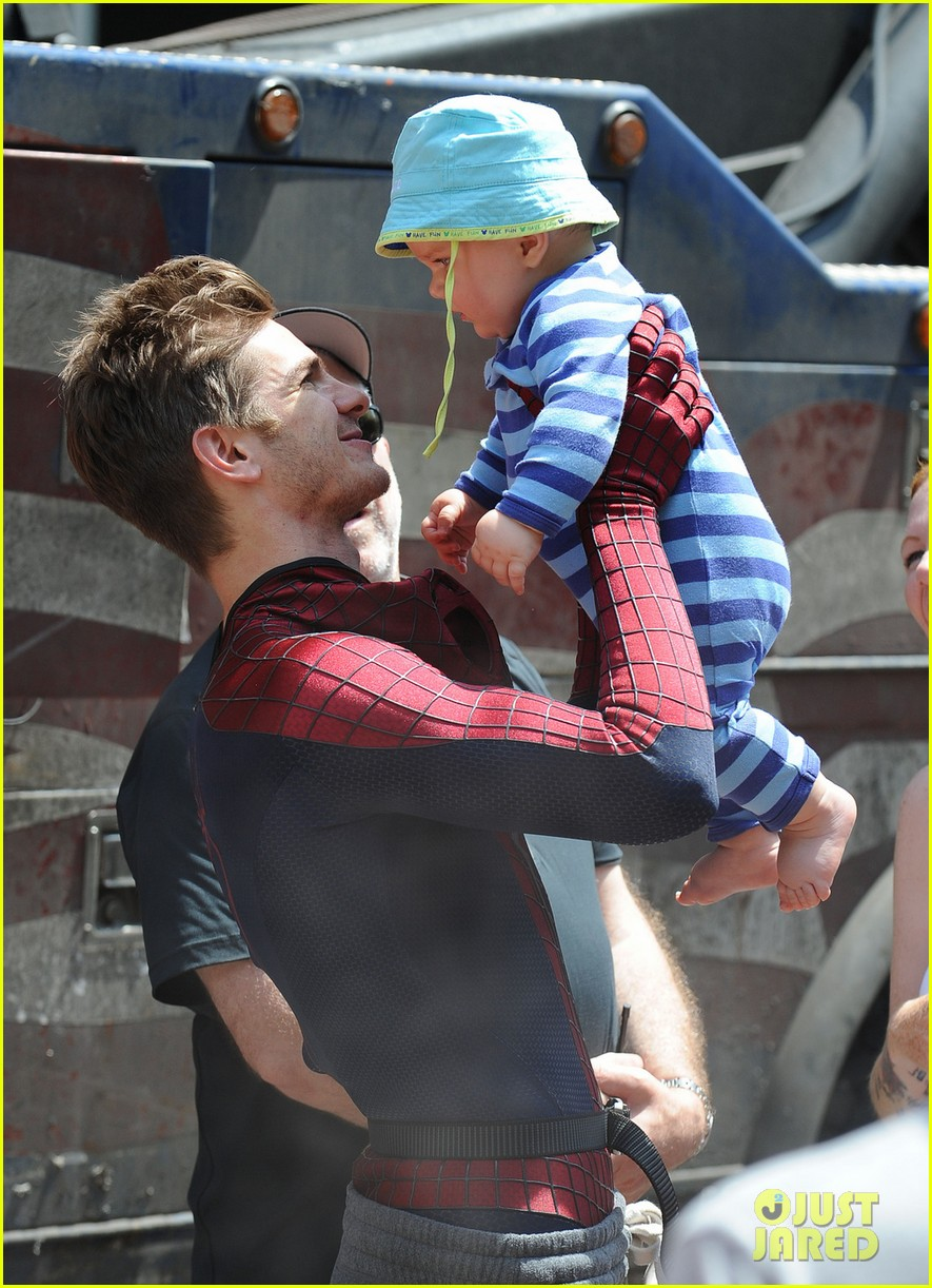 andrew garfield plays with kids on amazing spider man 2 set 02