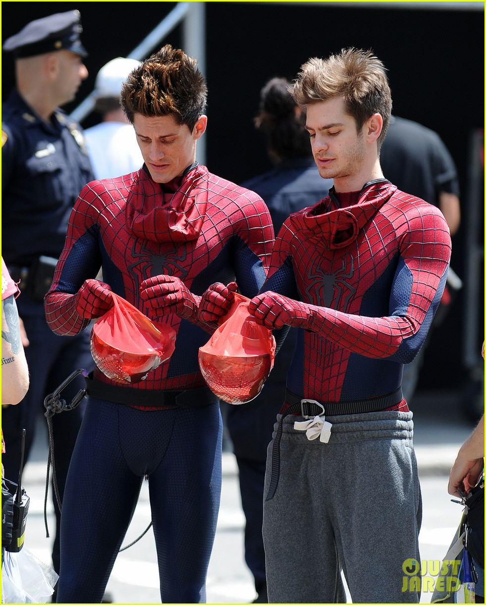 andrew garfield plays with kids on amazing spider man 2 set 07