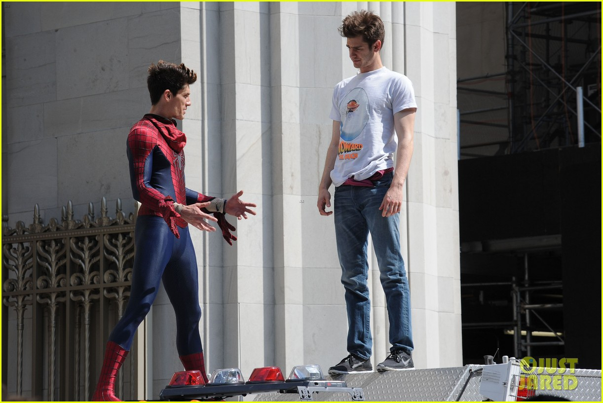 andrew garfield plays with kids on amazing spider man 2 set 14