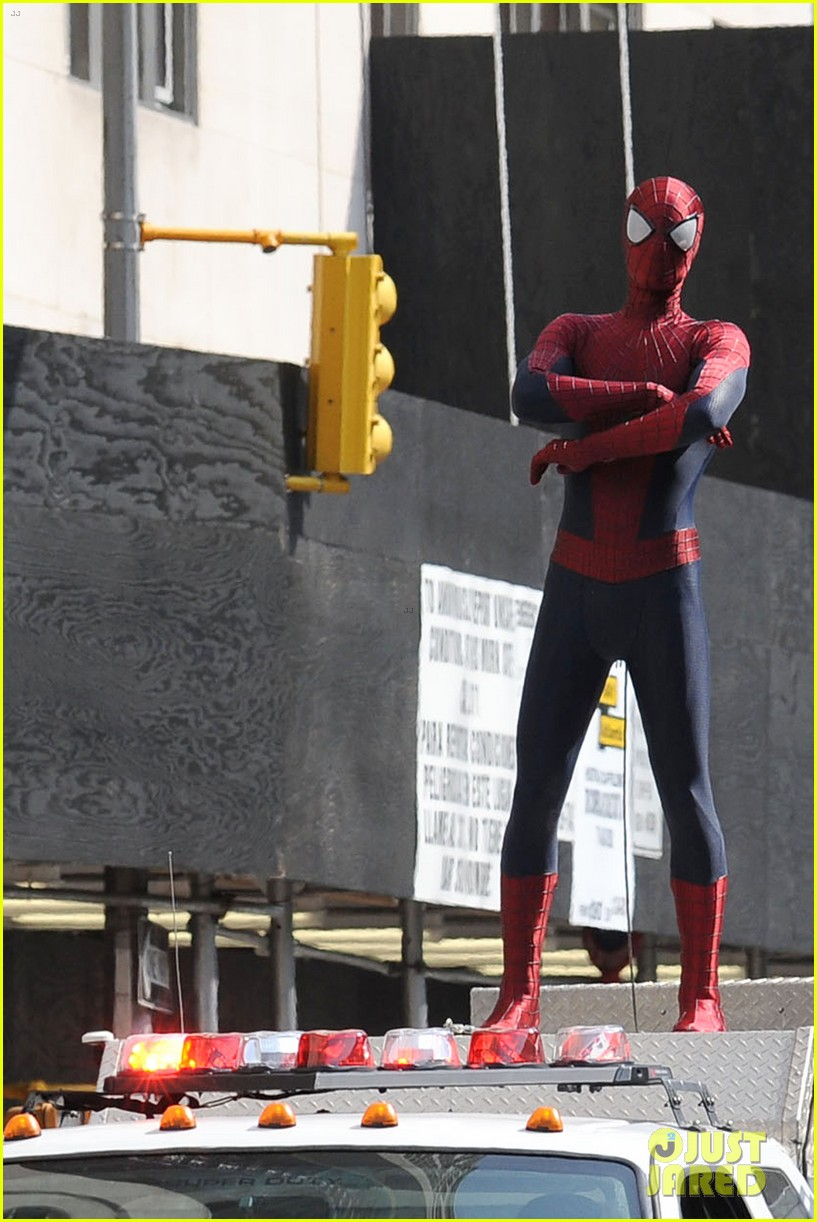 andrew garfield plays with kids on amazing spider man 2 set 192896622