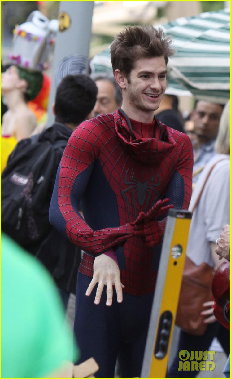 andrew garfield plays with kids on amazing spider man 2 set 25